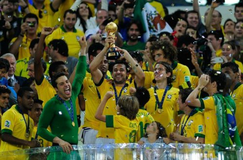 Article : Brésil : Pourquoi le sud du pays siffle-t-il la Seleçao ?