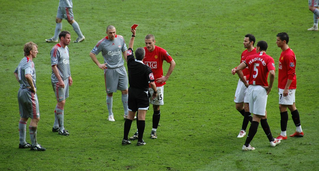 2009-3-14_ManUtd_vs_LFC_Red_Card_Vidic (1)