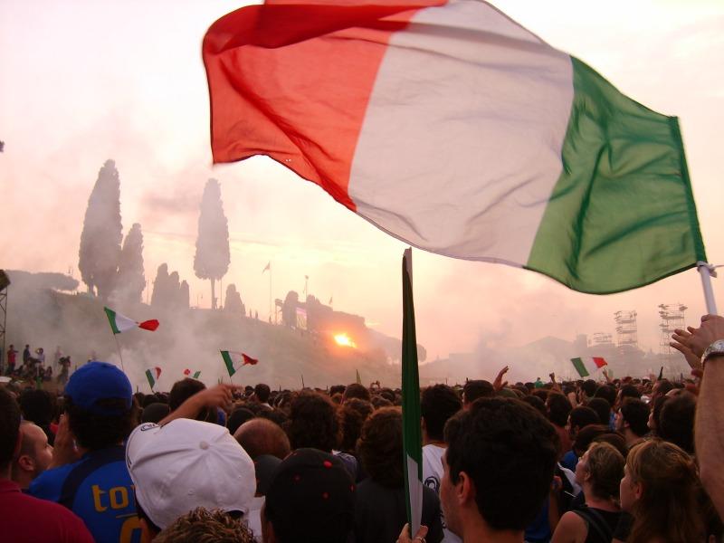 Les Romains vont poursuivre suivre la Coupe du monde sur des écrans géants, comme ici à Rome lors du Mondial 2006 (Crédit photo : Alessio Damato, Wikimedia Commons)