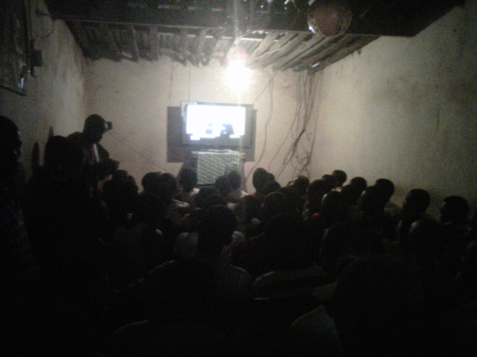 Dans un vidéo club à Dianyabhé le jour de la finale de la Ligue des Champions : Credit photo Sally Bilaly Sow
