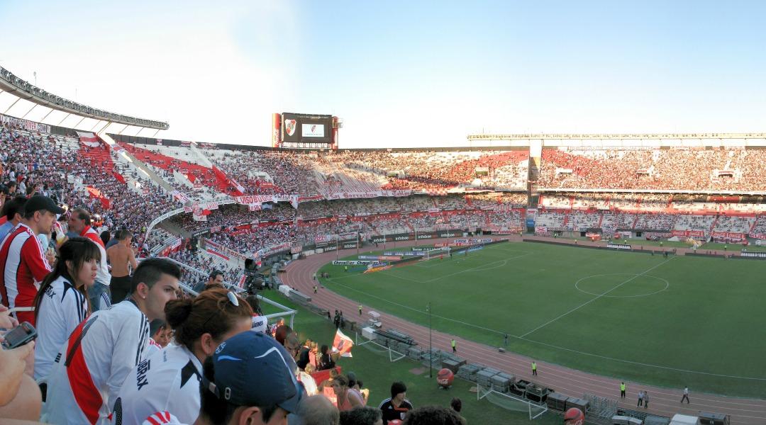 Les supporters argentins ont encore les yeux tournés vers leur championnat (Crédit photo : Uwebart, Wikimedia Commons)
