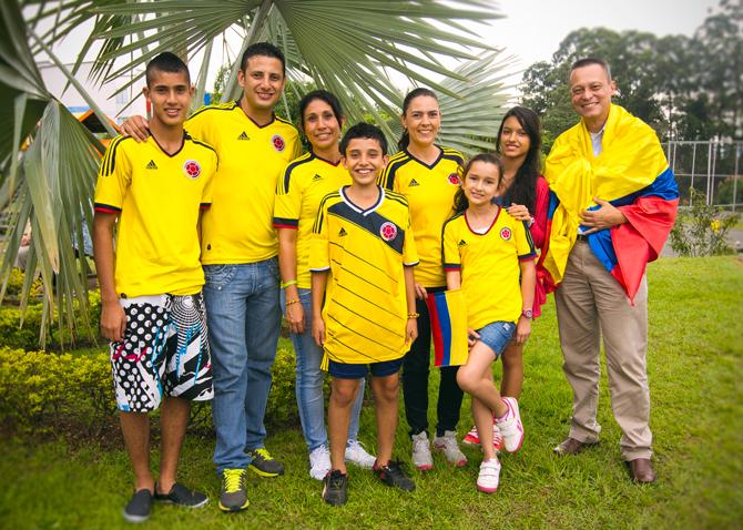 Pour beaucoup de supporters colombiens à Pereira, leur chouchou s'appelle James Rodriguez !