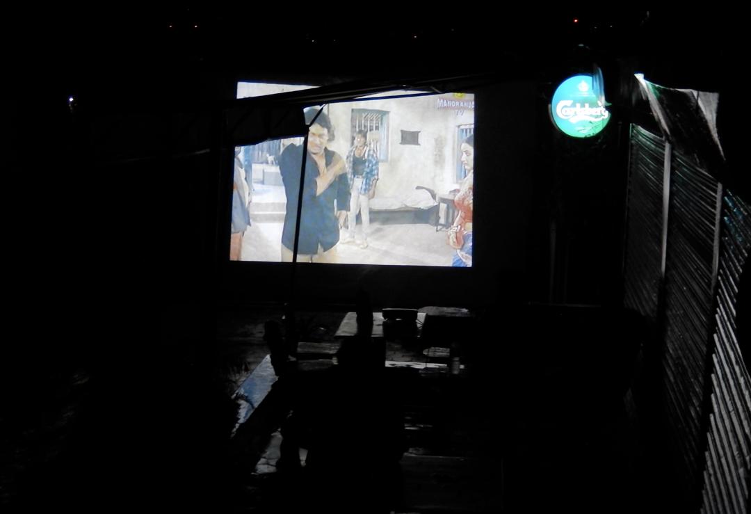9 juillet 2014 à Dhunge dhara, Jhamsikhel - On apprécie un Bollywood en attendant le coup d'envoi de ce Brésil-Allemagne © S.H