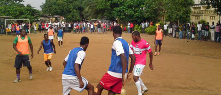 Article : A Abidjan, Serey Die retrouve le football de quartier !